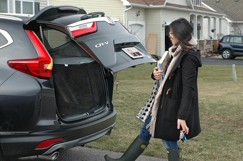 腳踢式自動尾門是很方便的功能,雙手騰不出空時就知道它的好。