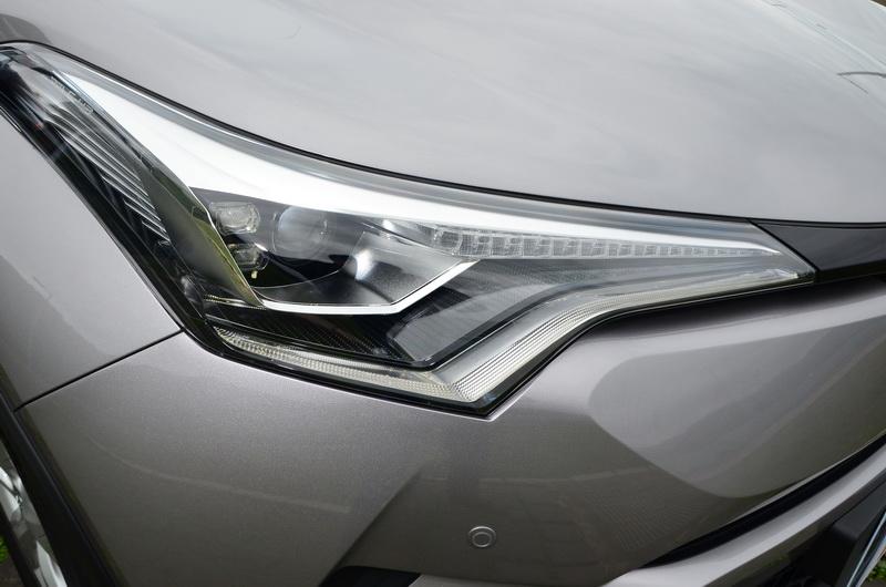 頂級的AWD版本在光源投射採用LED頭燈與LED序列式方向燈,對於科技感有顯著提升