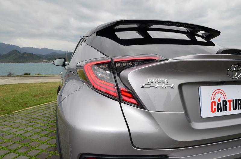 AWD版本採LED作為主要光源,點燈快速且明亮的特性有效強化辨識效果
