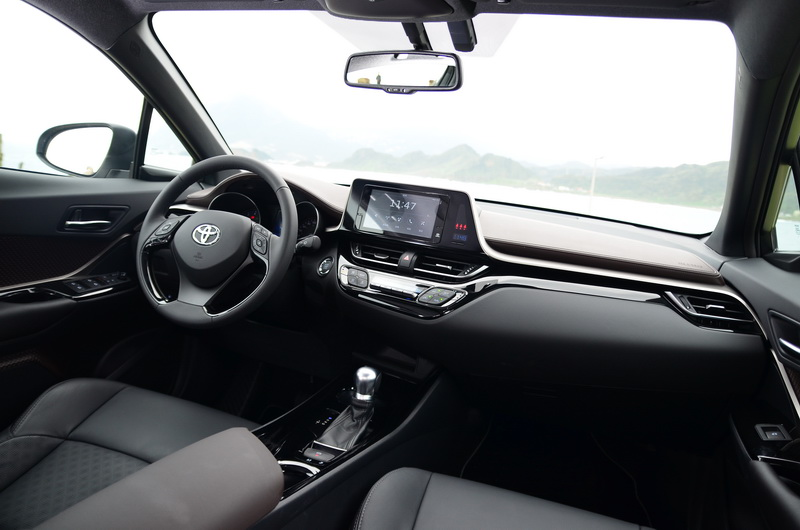 駕駛者為導向的內裝配置,操作起來輕鬆寫意