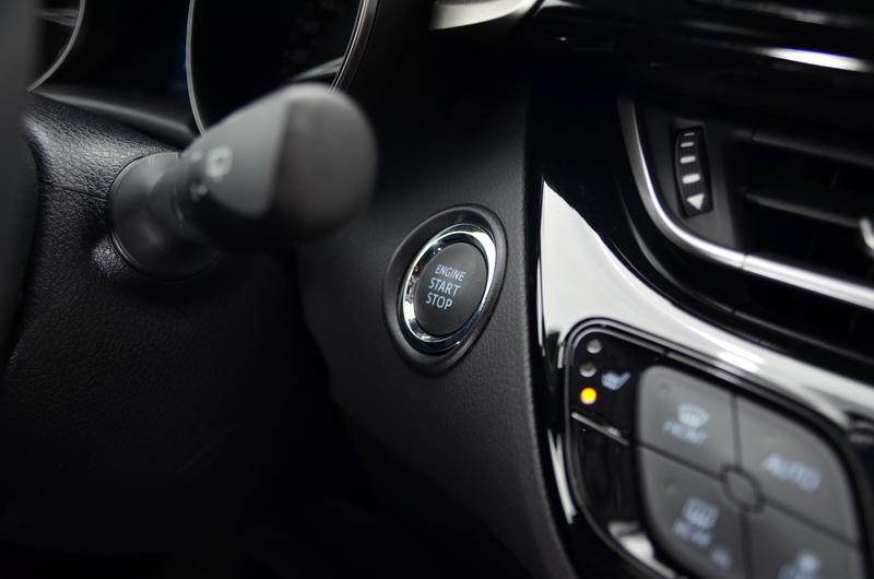 豪華版等級以上車型將引擎啟動按鍵列為標準配備