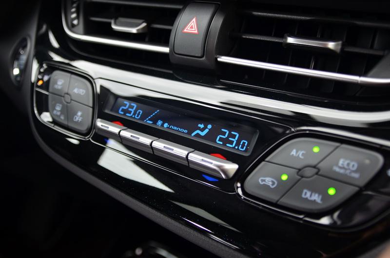 豪華版等級以上車型還在雙區恆溫空調中加入了nanoe負離子空氣清淨功能