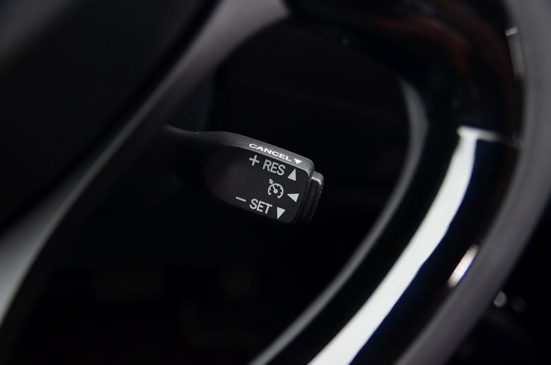 定速巡航系統為豪華版以上車型之標準配備