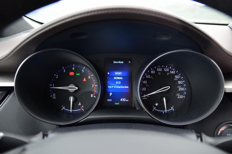 ▲駕駛模式的切換必須透過方向盤的按鍵操作才能進入選單,操控便利性不若傳統按鍵來的好用