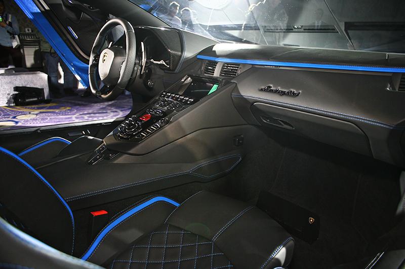 Lamborghini Aventador S以「全方位控制」為開發核心,整合「4 Masterpieces 4大匠心之作」,提供獨一無二的駕駛與情感體驗。
