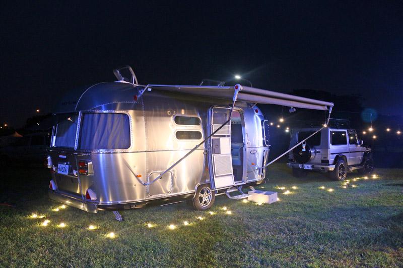 Airstream露營車以鋁合金打造的太空艙造型是最大特色,而且每一輛都是在完成外觀打造後,再進行車內裝潢,以確保整體完整性。