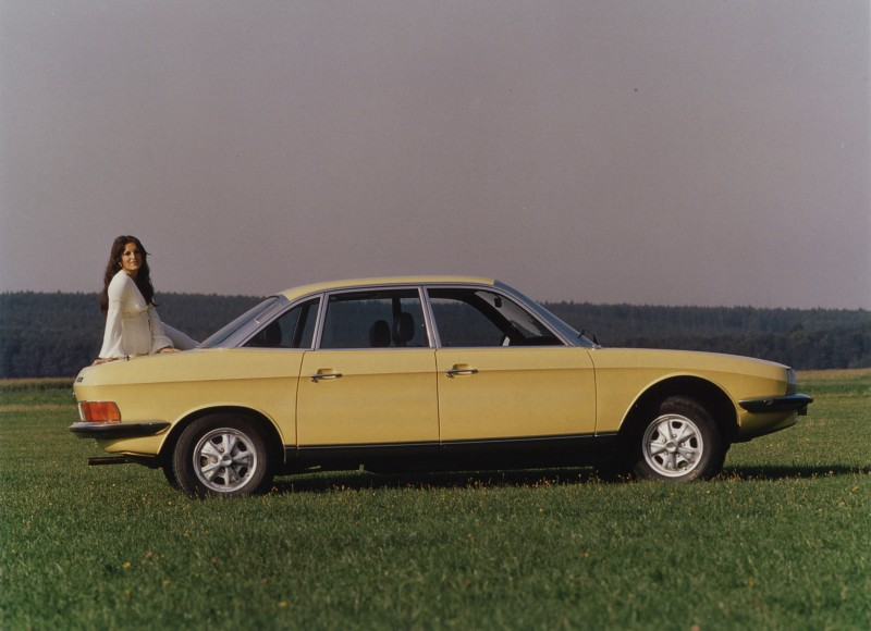 一年一度德國埃森(Essen) Techno Classica古董車展將於4月5日至4月9日於德國埃森(Essen)登場,今年AUDI AG 將展演5部品牌前身成員之一NSU公司所打造的經典車款,其中最受矚目即是NSU Ro 80 系列,不僅於1967年勇奪「年度最佳風雲車」頭銜,更創下37,406輛的量產銷售佳績,經典Ro 80將成為現場不容錯過的焦點。