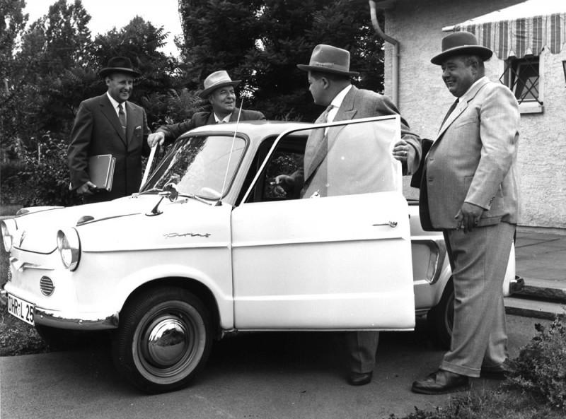 1962年問世的NSU四輪代表作Prinz 30與1964年發表的NSU Sport Prinz,以及承繼越野賽事血統的性能車款NSU 1000 TTS(1970年)等傳奇車款也將同步展出,帶領現場貴賓一同進入如歷史縮時般的回顧情境中,重溫20世紀Audi 輝煌的經典時刻!(圖2 為NSU Prinz 車型,於1957年生產 ; 圖3為NSU TTS 車型,於1967年製造)
