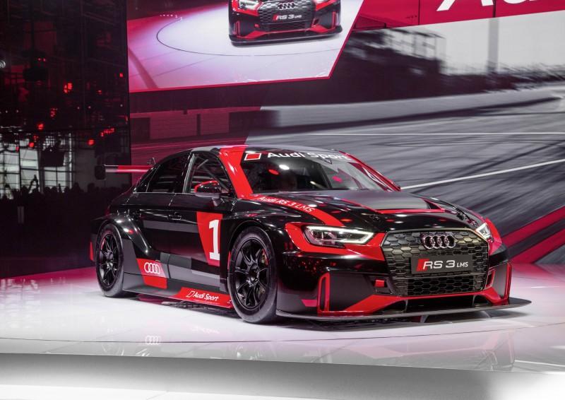 四環品牌旗下生產高性能車款的Audi Sport GmbH於去年9月的巴黎車展發表Audi RS 3 LMS賽車,並已陸續在全球賽事中拿下佳績,獲得眾多賽車團隊的青睞。2017年賽季將有90台RS 3 LMS奔馳在歐洲和亞洲TCR組別賽事,展現四環品牌全新賽道鋼砲的實力。