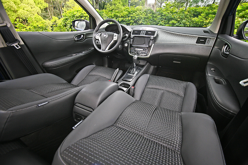 小改款車型以V-Motion概念中控台加上新式飾板與椅面紋路呈現,質感算得上同級佼佼者。