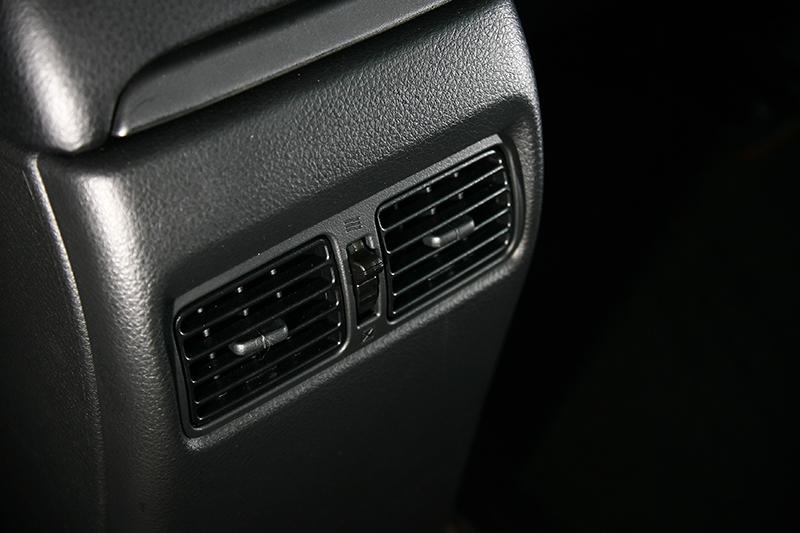 後座出風口也是中型掀背車少見的貼心設置。