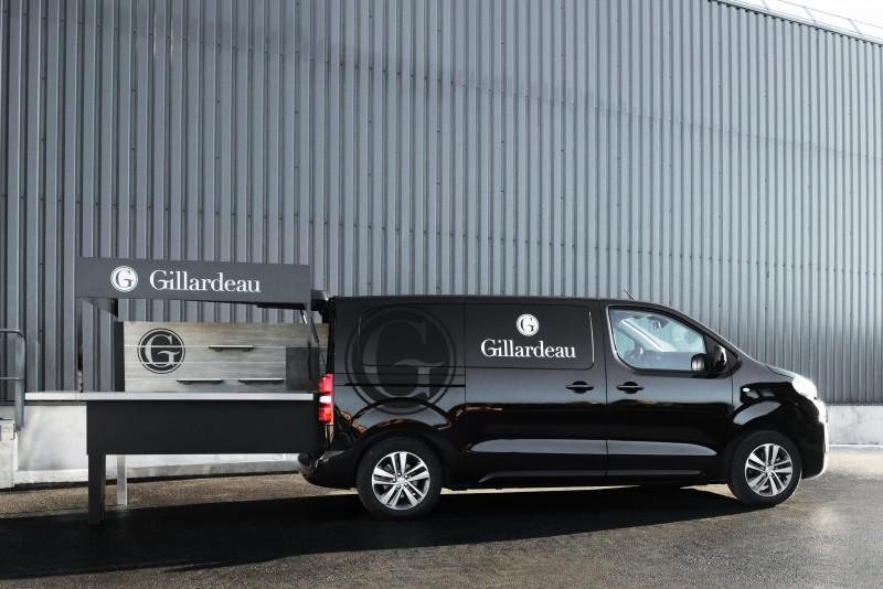 Peugeot Design Lab為法國生蠔養殖專家Gillardeau家族量身打造的行動餐車外觀其實很低調