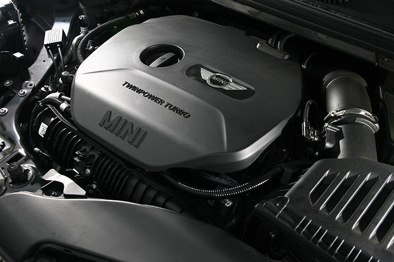 2.0升渦輪增壓引擎可輸出231hp動力,比起Cooper S又多了39hp。