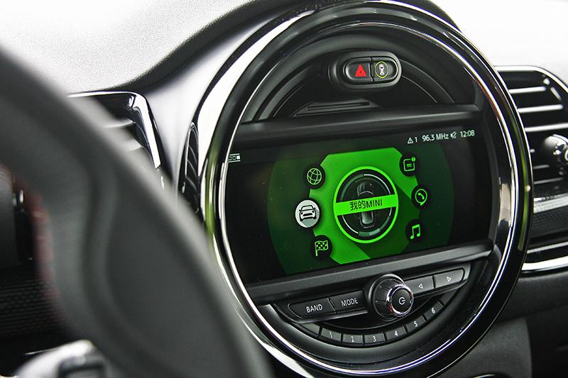 這套8.8吋觸控導航系統要價12.2萬元。