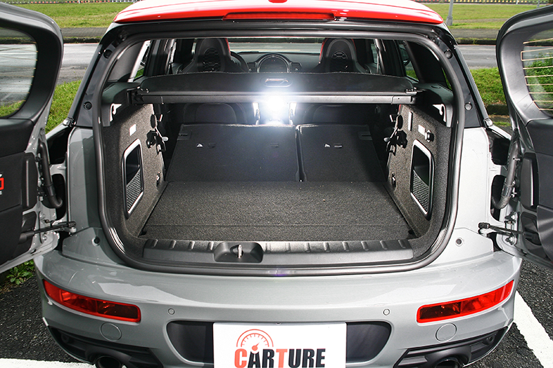 對開尾門內具備365-1250公升的彈性置物空間。