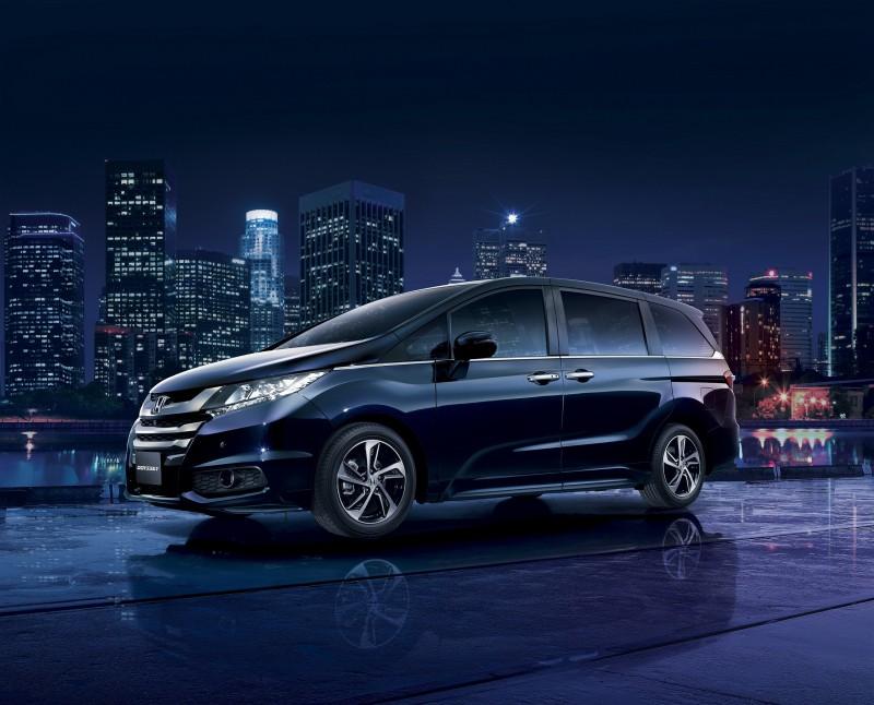 Honda ODYSSEY以絕佳的低底盤、低重心設計,提供駕駛者穩健及流暢的駕馭感
