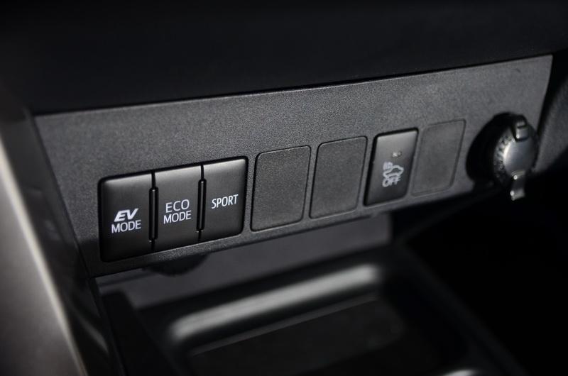 簡單明瞭的獨立的模式切換方便駕駛者直接操作