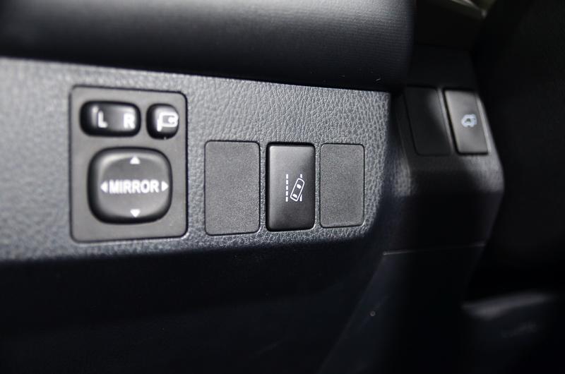 常用到的車道偏移警示系統設計成可直接按下按鍵啟閉