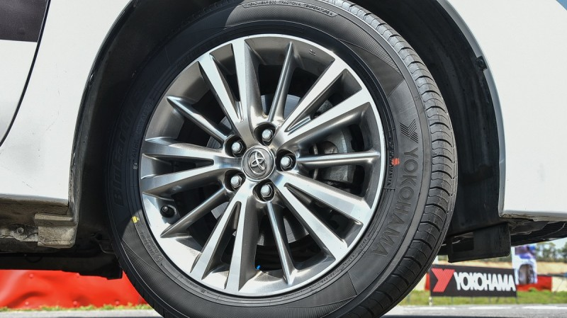配上明顯的品牌,BluEarth-Es ES32胎壁設計感一流