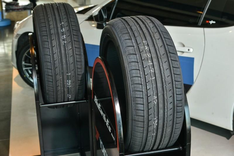 胎面寬在225以上的ES32A款式則是採用寬幅設計,胎面具備4條縱向寬溝槽增加排水性能