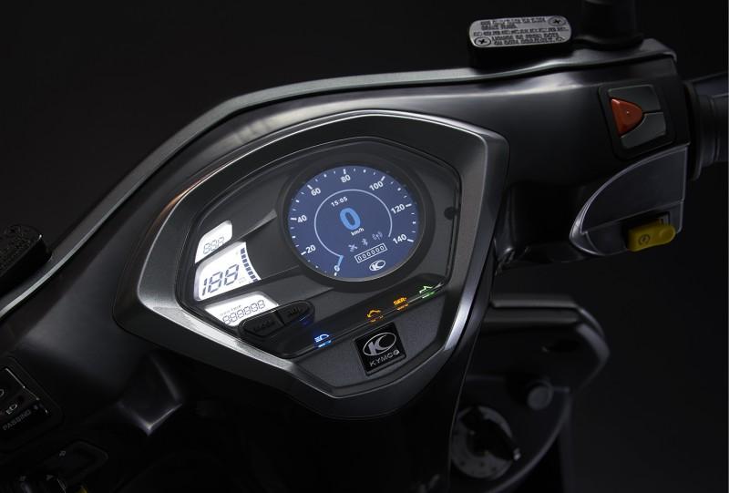 以競速小鋼炮為主訴求的VJR 125,以顛覆傳統的設計塑造運動感十足的視覺系跑格,透過Noodoe車聯網的功能,更能在車聚中彼此呼朋引伴享受騎乘的樂趣。