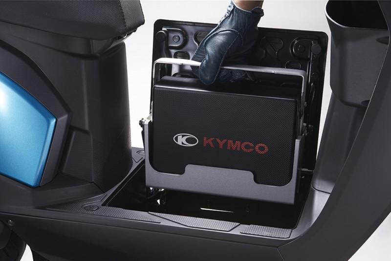 使用便利的電動自行車COZY,以貼心的子母電池設計,不但抽取電池方便,還可在家充電,未來還可搭載Noodoe車聯網,化身成為最聰明的智慧環保移動工具。