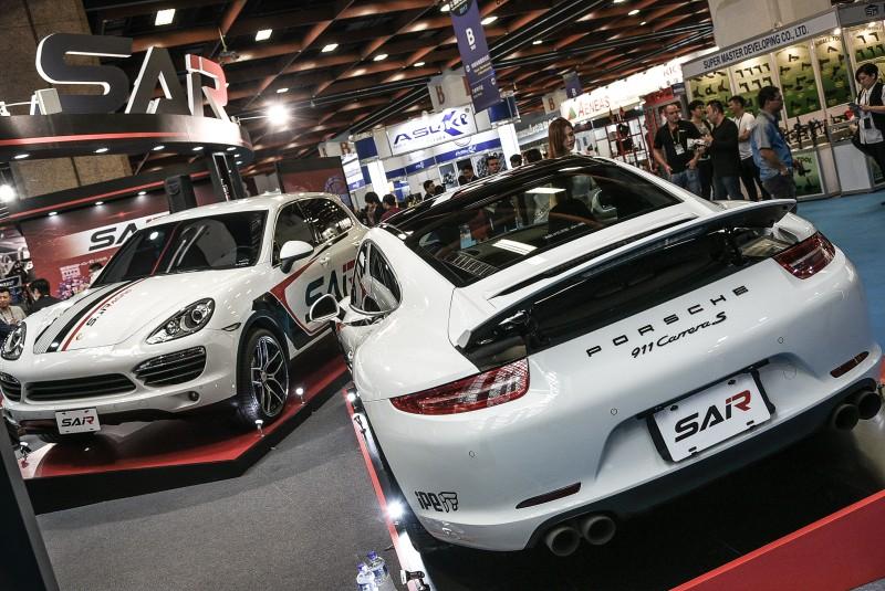 SAiRacing首波推出的輕量化Skylite鎂合金、鋁合金輪圈系列,鎖定亞洲最熱門的保時捷911與Cayenne車款