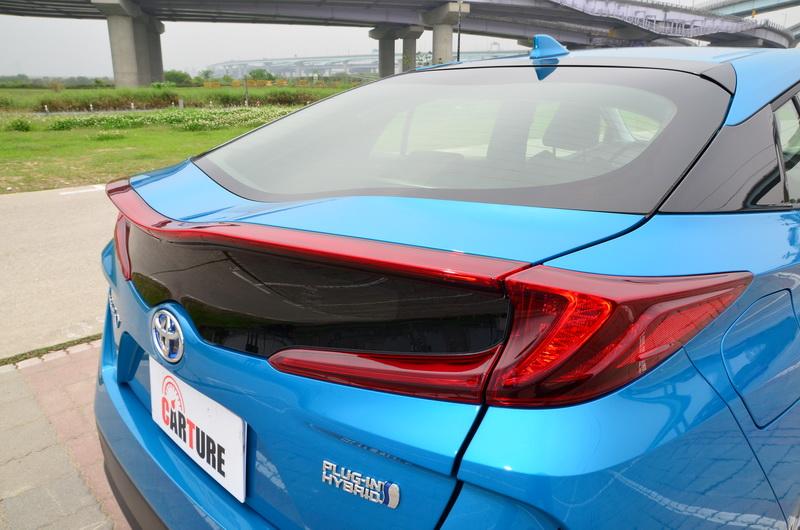 特殊曲面設計的後擋風玻璃可有效降低風阻與尾部紊流