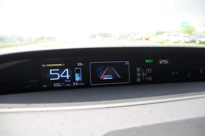 車道偏移系統可在車輛駛離標線時作即時的提醒