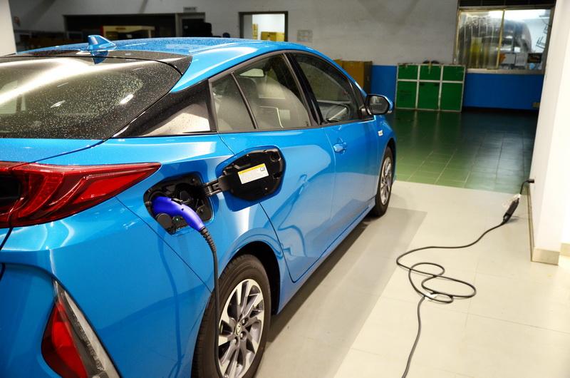 回家後也可使用一般110V插座替車輛進行充電