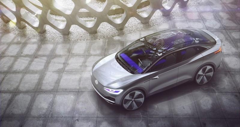 I.D. CROZZ概念車配置全新開發之可發光式全景天窗,讓車室乘員享有高度個人化的座艙氛圍