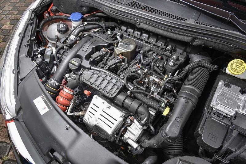 1.2 PureTech採三缸渦輪增壓設定,體積小重量輕又省油