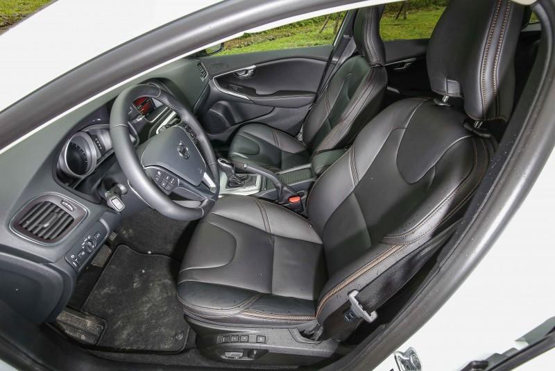採用棕色縫線一直是Volvo旗下Cross Country車型的特色。