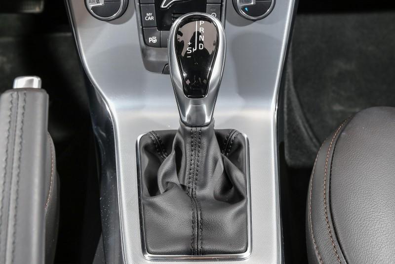變速系統也換上了Geartronoic 8速手自排變速箱,動力銜接過程更為綿密且順暢。
