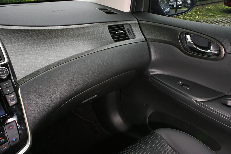 新車車室質感再進化,無論中控台飾板或座椅的呈現手法都相當討喜。