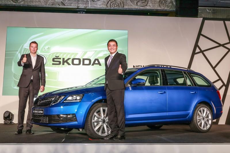 Skoda亞洲及中東區銷售總監Stefan Timmermann(左)和Skoda Taiwan總裁李御林(右)親臨現場,連袂揭幕。