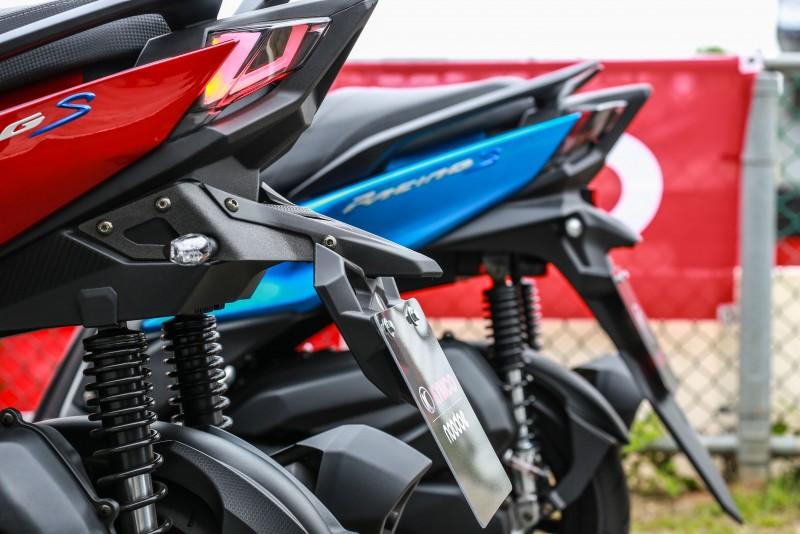 車尾的牌照匡設計也為區分125與150車型的關鍵(紅車為150車型)。