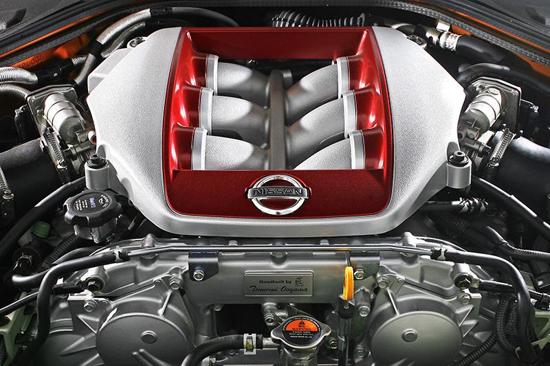 3.8升V6雙渦輪增壓引擎,配色與視覺觀感宛如電影《變形金剛》裡的狂派魔王。