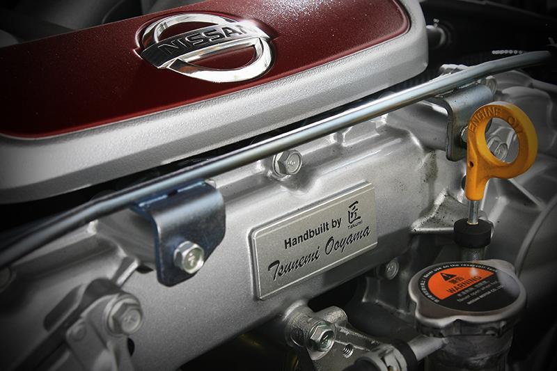 一人一引擎的工匠精神,貫徹在汽缸本體前方的銘牌之上。