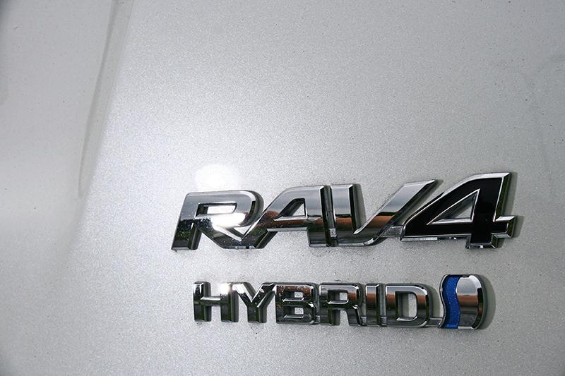 RAV4 Hybrid不僅本身即為由傳統越野車與轎式掀背車跨界融合而來,其動力系統更是橫跨內燃機與電動馬達兩大領域的油電複合動力。