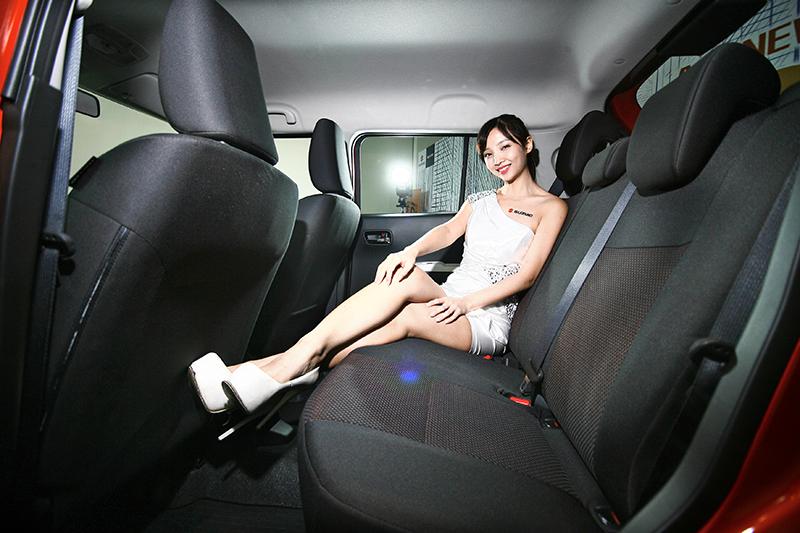 不相信?我們請長腿Model來示範一次給你們看。