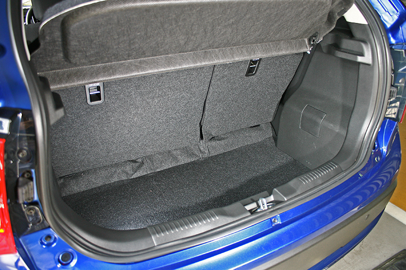 267L的行李廂空間並不算太大,但依舊可以放進日常需求的物件。