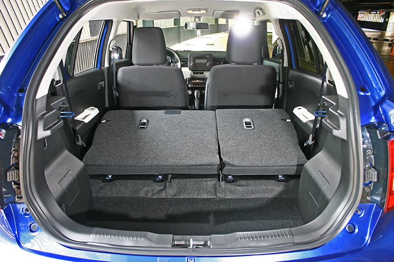 在6/4分離椅背放倒後,Ignis的行李廂則可迅速擴充至510L容積。
