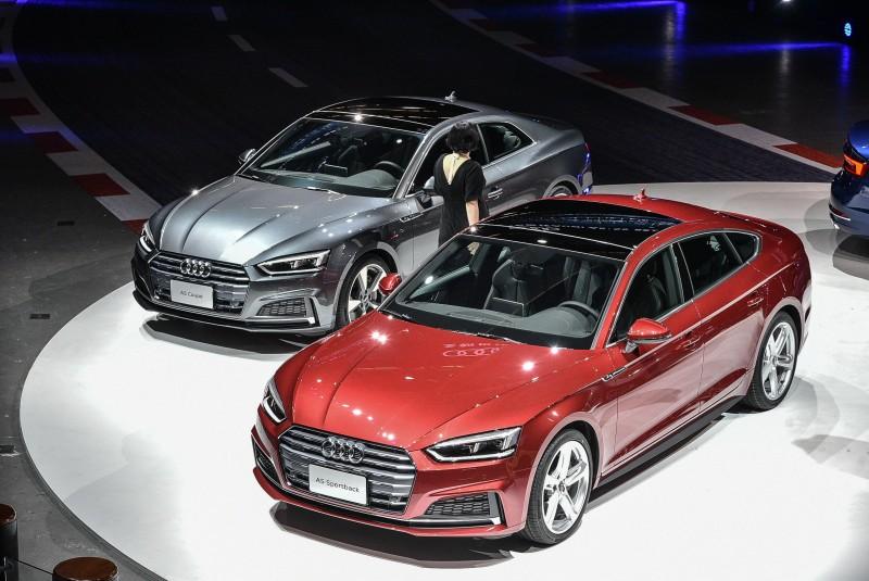 全新Audi A5車系承襲Audi prologue概念車的設計語彙,運用俐落的車身鈑件線條與光線之間所產生的折射與深淺陰影,形塑新世代四環品牌運動感的家族風貌。