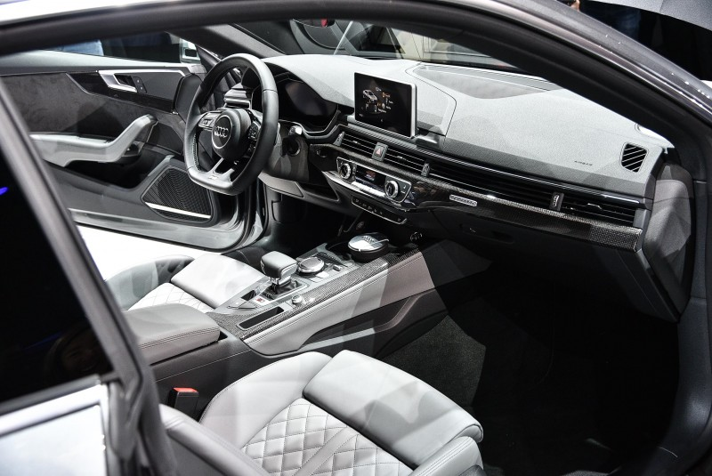 Audi A5 │ S5全車系,配備12.3吋Audi Virtual Cockpit全數位虛擬座艙和繁體中文MMI 高階導航系統 (含中文聲控) 與 8.3吋多媒體顯示幕,在絕美的外型下也能擁有強大的實用機能。