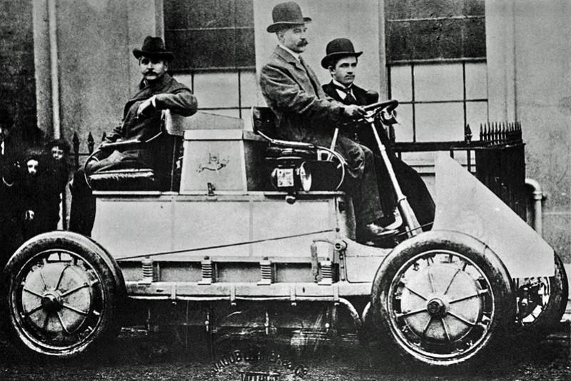 油電混合動力車並非現代產物,百年前Lohner-Porsche就已製造出史上第一輛油電車