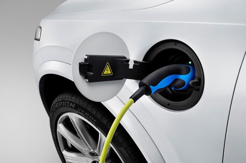 電動車與油電複合動力車,也是把柴油引擎逼上絕路的兩大劊子手。