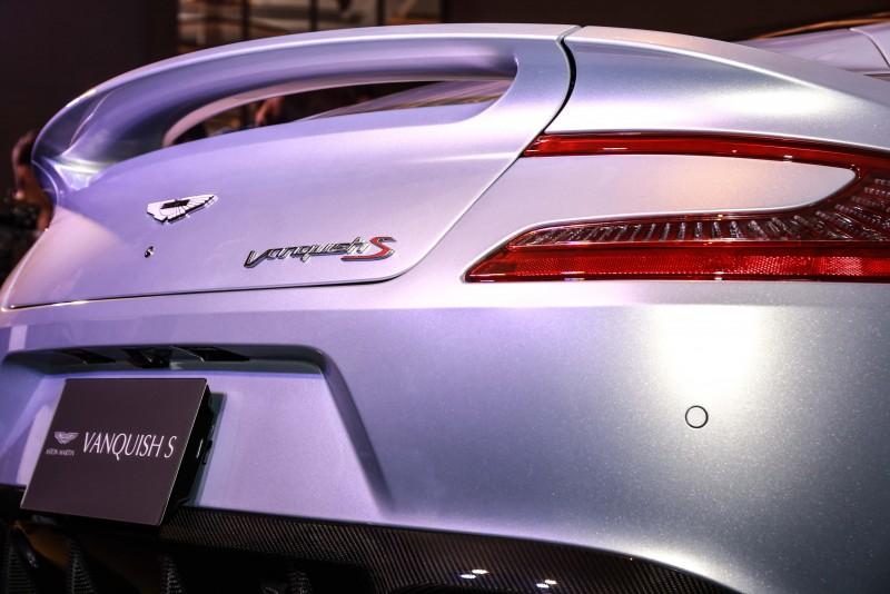 Vanquish S車尾「S」字樣代表的是全方位的再進化,透過引擎、底盤、空氣力學的重新調校及設定,打造出Vanquish S更令人亢奮的動力表現。