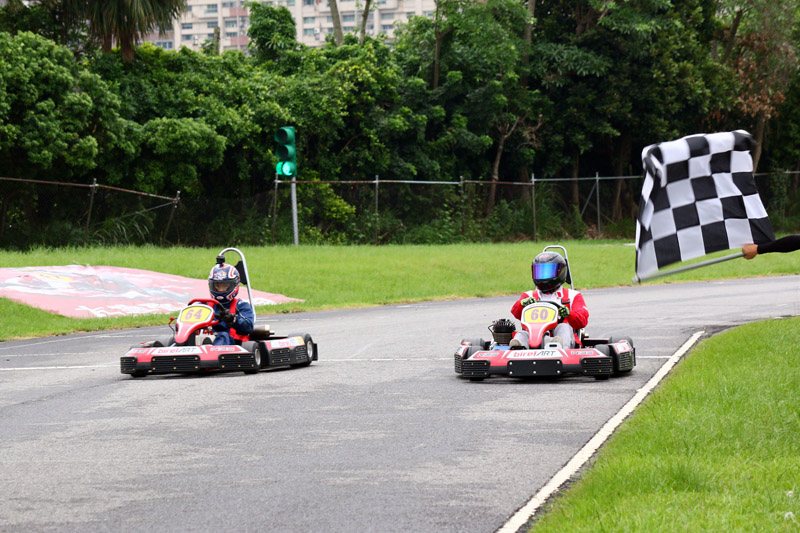 首場Super N35體驗爭先賽冠軍就是由64號車的羅俊耀拿下。