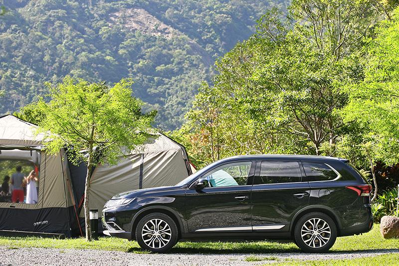 NEW OUTLANDER的優勢大空間,塞進一家人的露營裝備還顯游刃有餘。